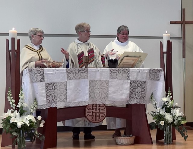 Henzler, Meyer, Annoni at altar
